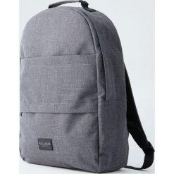 Antracytowy plecak z dwiema kieszeniami. Szare plecaki męskie Pull&Bear. Za 109,00 zł.
