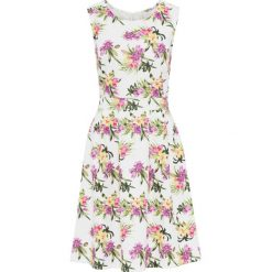 Sukienka w kwiatowy deseń bonprix biały w kwiaty. Białe sukienki marki bonprix, w kwiaty, z neoprenu, z okrągłym kołnierzem. Za 109,99 zł.