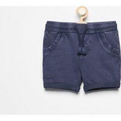 Krótkie spodenki dresowe - Granatowy. Niebieskie dresy chłopięce Reserved, z dresówki. W wyprzedaży za 24,99 zł.