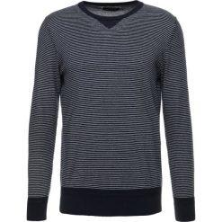 Swetry klasyczne męskie: Cortefiel CREW NECK NAUTICAL STRIPE Sweter marine blue