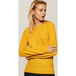 Sweter z szerokimi rękawami - Żółty. Żółte swetry klasyczne damskie marki Mohito, l, z dzianiny. Za 69,99 zł.