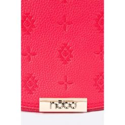 Nobo - Torebka. Różowe torebki klasyczne damskie marki Nobo, w paski, z materiału, średnie. W wyprzedaży za 69,90 zł.