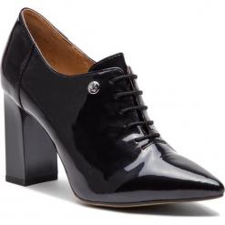 Półbuty CAPRICE - 9-23301-21 Black Patent 018. Czarne półbuty damskie lakierowane Caprice, z lakierowanej skóry, eleganckie, na obcasie. W wyprzedaży za 189,00 zł.