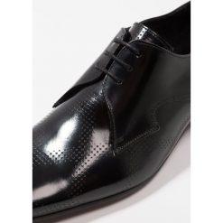 Jeffery West PINO DIAMOND DERBY Eleganckie buty black. Czarne buty wizytowe męskie Jeffery West, z materiału, na sznurówki. Za 819,00 zł.