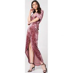 Długie sukienki: Moves Aksamitna sukienka Ilene - Pink