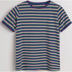 T-shirt w paski - Wielobarwn. Białe t-shirty damskie marki Sinsay, l. Za 59,99 zł.