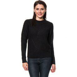 Sweter w kolorze czarnym. Czarne swetry klasyczne damskie marki C&Jo i Assuili, z dzianiny, z okrągłym kołnierzem. W wyprzedaży za 136,95 zł.