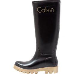 Calvin Klein Jeans ELIZA Kalosze black/gold. Czarne buty zimowe damskie Calvin Klein Jeans, z jeansu. W wyprzedaży za 447,20 zł.