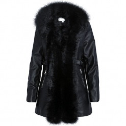 Czarny Płaszcz Enchanting. Czerwone płaszcze damskie zimowe marki Cropp, l. Za 249,99 zł.