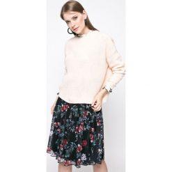 Noisy May - Sweter. Szare swetry klasyczne damskie marki Noisy May, l, z dzianiny, z okrągłym kołnierzem. W wyprzedaży za 49,90 zł.