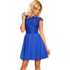 Chabrowa Sukienka Elegancka Rozkloszowana z Koronką. Niebieskie sukienki balowe marki Molly.pl, na co dzień, l, w koronkowe wzory, z koronki, z okrągłym kołnierzem, dopasowane. Za 189,90 zł.