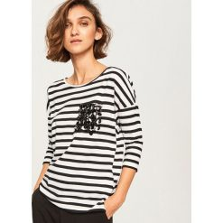Koszulka z imitacją kieszonki - Wielobarwn. Szare t-shirty damskie marki Reserved, l. Za 39,99 zł.