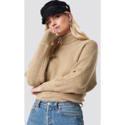 NA-KD Sweter z dzianiny z wywijanym golfem - Beige. Brązowe swetry oversize damskie NA-KD, z bawełny. Za 121,95 zł.