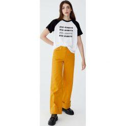 Koszulka z rękawami raglanowymi Eco Sensitive. Czerwone t-shirty damskie Pull&Bear. Za 29,90 zł.