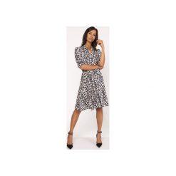 Uniwersalna sukienka z delikatną stójką, SUK155 panterka. Szare sukienki na komunię Lanti, do pracy, uniwersalny, z motywem zwierzęcym, biznesowe, ze stójką, rozkloszowane. Za 179,00 zł.