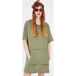 Sukienka typu koszulka. Szare t-shirty damskie marki Pull & Bear, okrągłe. Za 39,90 zł.