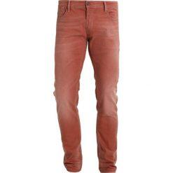 Le Temps Des Cerises Jeansy Straight Leg red. Czerwone jeansy męskie regular Le Temps Des Cerises. W wyprzedaży za 375,20 zł.