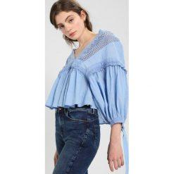 Free People DRIVE YOU MAD BLOUSE Bluzka blue. Czarne bluzki damskie marki Fille Du Couturier, z bawełny. W wyprzedaży za 350,35 zł.
