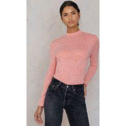NA-KD Sweter z okdrytymi plecami - Red,Multicolor. Czerwone swetry klasyczne damskie marki NA-KD, z elastanu, z dekoltem na plecach. W wyprzedaży za 48,59 zł.
