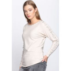 Beżowy Sweter Happy Rush. Brązowe swetry klasyczne damskie Born2be, l, z dekoltem w łódkę. Za 59,99 zł.