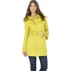 Płaszcze damskie pastelowe: Pikowany płaszcz ze stójką