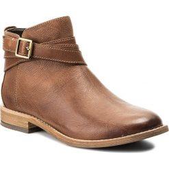 Botki CLARKS - Maypearl Edie 261284384 Dark Tan. Brązowe buty zimowe damskie marki Clarks, z materiału, na obcasie. W wyprzedaży za 309,00 zł.
