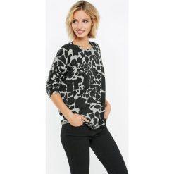 Swetry klasyczne damskie: Sweter w zwierzęcy wzór