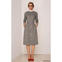 Sukienka Midi w Pepitkę. Szare sukienki balowe Pakamera, z dzianiny, midi. Za 380,00 zł.