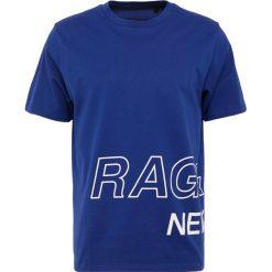 Rag & bone WRAP AROUND TEE Tshirt z nadrukiem cobalt. Fioletowe t-shirty męskie z nadrukiem rag & bone, l, z bawełny. W wyprzedaży za 367,20 zł.