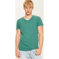 T-shirt z kontrastowym wykończeniem - Zielony. Zielone t-shirty męskie marki House, l, z kontrastowym kołnierzykiem. Za 35,99 zł.