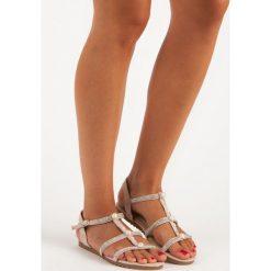Płaskie sandały z perełkami JULIET. Czerwone sandały damskie JULIET, na płaskiej podeszwie. Za 59,90 zł.