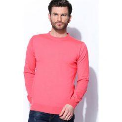 Koralowy Sweter Whom. Pomarańczowe swetry klasyczne męskie Born2be, l, z okrągłym kołnierzem. Za 59,99 zł.
