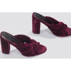Chodaki damskie: NA-KD Shoes Aksamitne klapki na wysokim obcasie - Purple