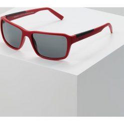 Timberland Okulary przeciwsłoneczne matte red/smoke. Czerwone okulary przeciwsłoneczne męskie wayfarery marki Boss, z tworzywa sztucznego. Za 379,00 zł.