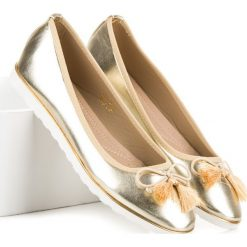 Złote baleriny z frędzlami SIDONIE. Żółte baleriny damskie lakierowane Bestelle. Za 49,00 zł.