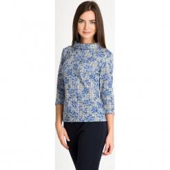 Szara bluzka w niebieskie kwiaty ze stójką QUIOSQUE. Niebieskie bluzki asymetryczne QUIOSQUE, w kwiaty, z dzianiny, biznesowe, ze stójką, z długim rękawem. W wyprzedaży za 69,99 zł.