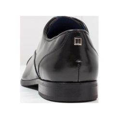 Azzaro RAEL Eleganckie buty noir. Czarne buty wizytowe męskie Azzaro, z materiału, na sznurówki. Za 559,00 zł.