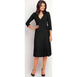 Zakładana Kopertowo Elegancka Czarna Sukienka Midi. Czarne sukienki balowe marki Molly.pl, na spotkanie biznesowe, l, z tkaniny, z dekoltem na plecach, dopasowane. Za 129,00 zł.