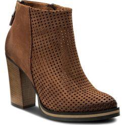 Botki CARINII - B4440  793-000-000-B77. Czarne buty zimowe damskie marki Carinii, z materiału, z okrągłym noskiem, na obcasie. W wyprzedaży za 279,00 zł.