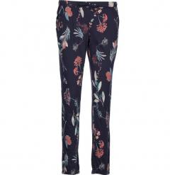 Spodnie piżamowe w kolorze granatowym ze wzorem. Białe piżamy damskie marki LASCANA, w koronkowe wzory, z koronki. W wyprzedaży za 58,95 zł.