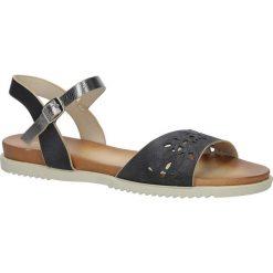 Czarne sandały ażurowe ze srebrnym paskiem wokół kostki na białej podeszwie Casu K18X13/B. Białe sandały damskie marki Casu, w ażurowe wzory. Za 29,99 zł.