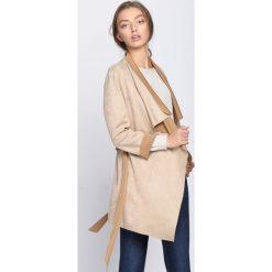 Beżowy Płaszcz Relating. Brązowe płaszcze damskie pastelowe Born2be, uniwersalny. Za 79,99 zł.