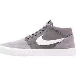 Nike SB PORTMORE II SOLAR MID Tenisówki i Trampki wysokie dark grey/white. Szare tenisówki męskie Nike SB, z materiału. W wyprzedaży za 239,25 zł.