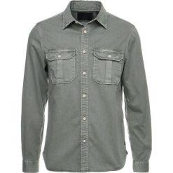 Koszule męskie na spinki: Scotch & Soda OVERSIZED WORKWEAR WITH HEAVY WASH AND SOFT Koszula military green