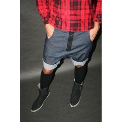 Button jeans short pants krótkie spodenki. Czarne spodenki i szorty męskie marki Pakamera, m, z kapturem. Za 379,00 zł.