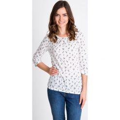 Bluzki damskie: Biała bluzka ze wzorem z marszczonym dekoltem QUIOSQUE