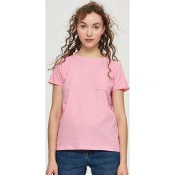 T-shirt z kieszenią - Pomarańczo. Czerwone t-shirty damskie marki Sinsay, l, z nadrukiem. Za 14,99 zł.