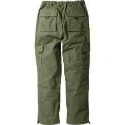 Spodnie bojówki Loose Fit Straight bonprix oliwkowy. Zielone bojówki męskie bonprix, w paski. Za 44,99 zł.