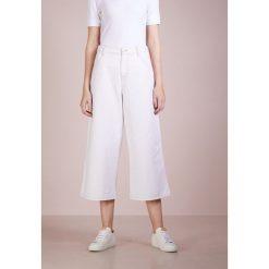 PS by Paul Smith Jeansy Dzwony offwhite. Białe jeansy damskie PS by Paul Smith. W wyprzedaży za 419,60 zł.