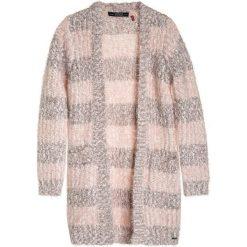 Petrol Industries Kardigan coral pink. Białe swetry dziewczęce marki Petrol Industries, z bawełny. W wyprzedaży za 167,20 zł.
